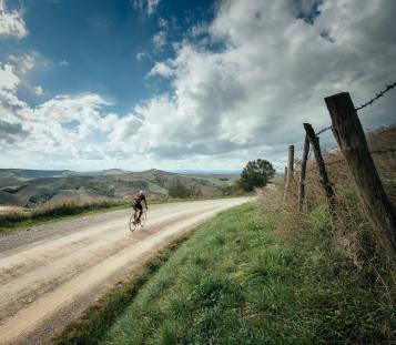 8 Gravel and wine Strade Bianche cycling - Courtesy of Tourissimo